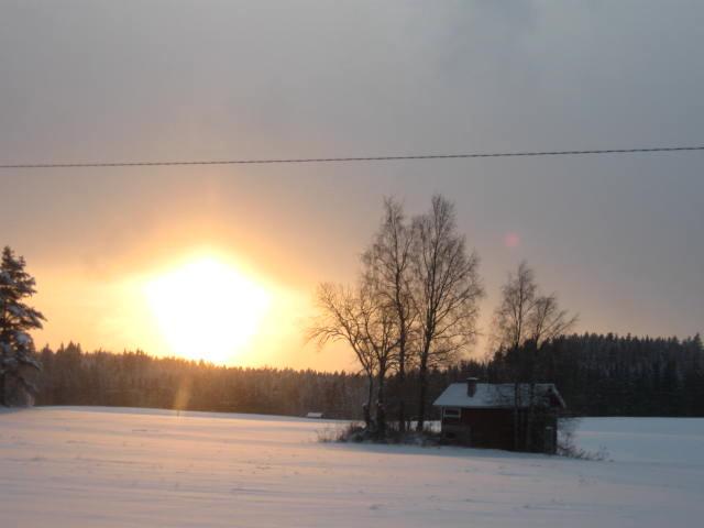 Auringonlasku aattoiltana