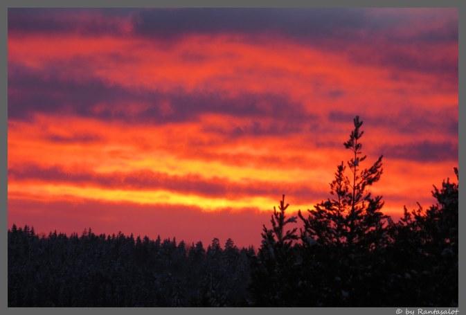 Auringonlasku iso