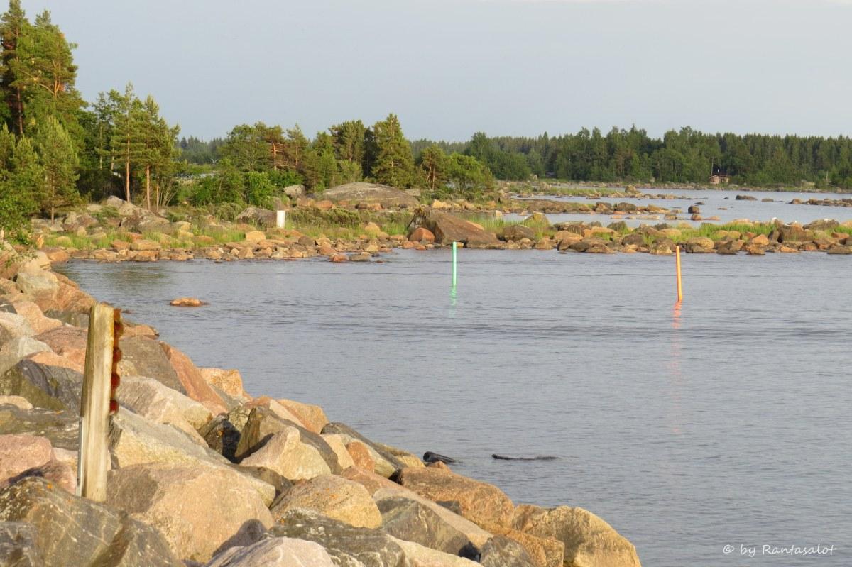 Kivinen ranta.jpg