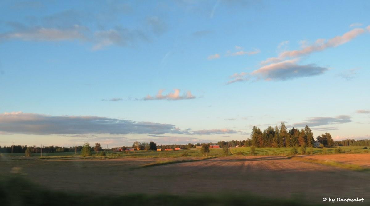Talot pellolla1