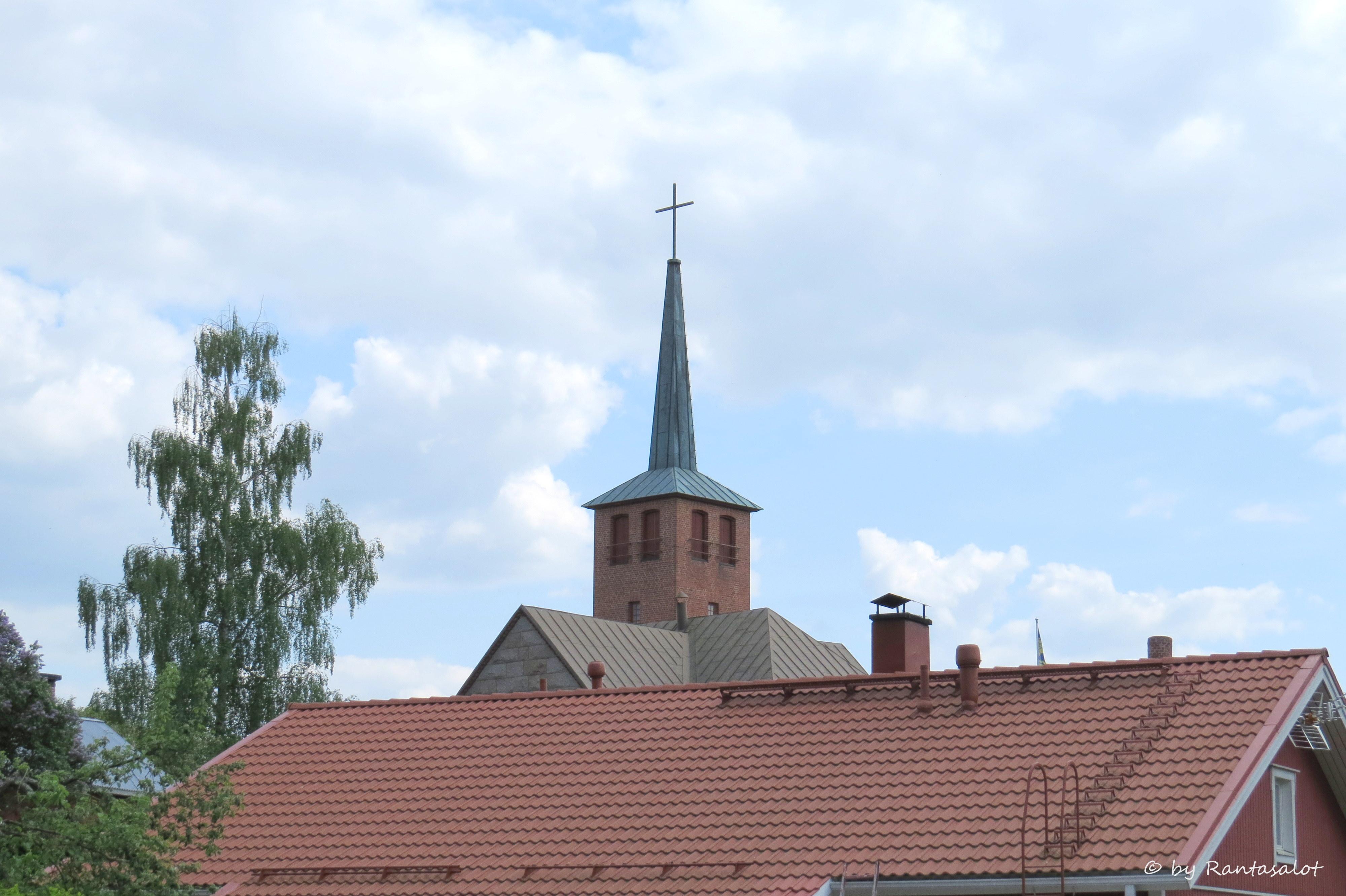 Torni yllä kattojen