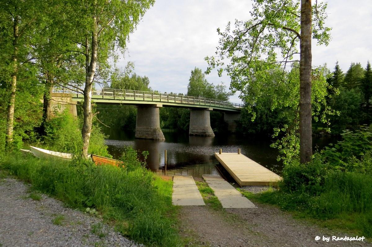 Venesatama, silta